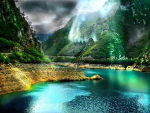 Zumi 2016-04-26 1 piva-canyon-boznia-and-herzegovina-beautiful-nature-and-amazing-world-fb